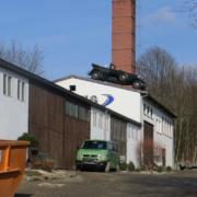 05_Fasendorf-Auto_auf_einem_Dach