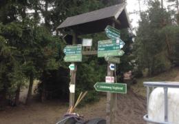 10-Wegweiser_am_Huthaus
