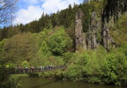 06-Teil_der_Hans_Heiling_Felsen_mit_Hängebrücke(Tour2).jpg