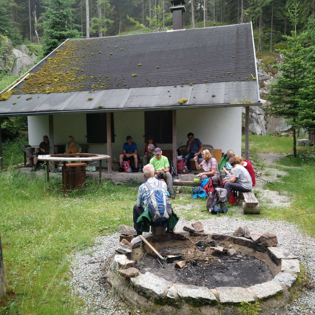 Bild02-Pause_an_der_Steinberghütte